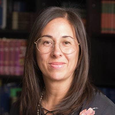 Laura Dobrowolski headshot